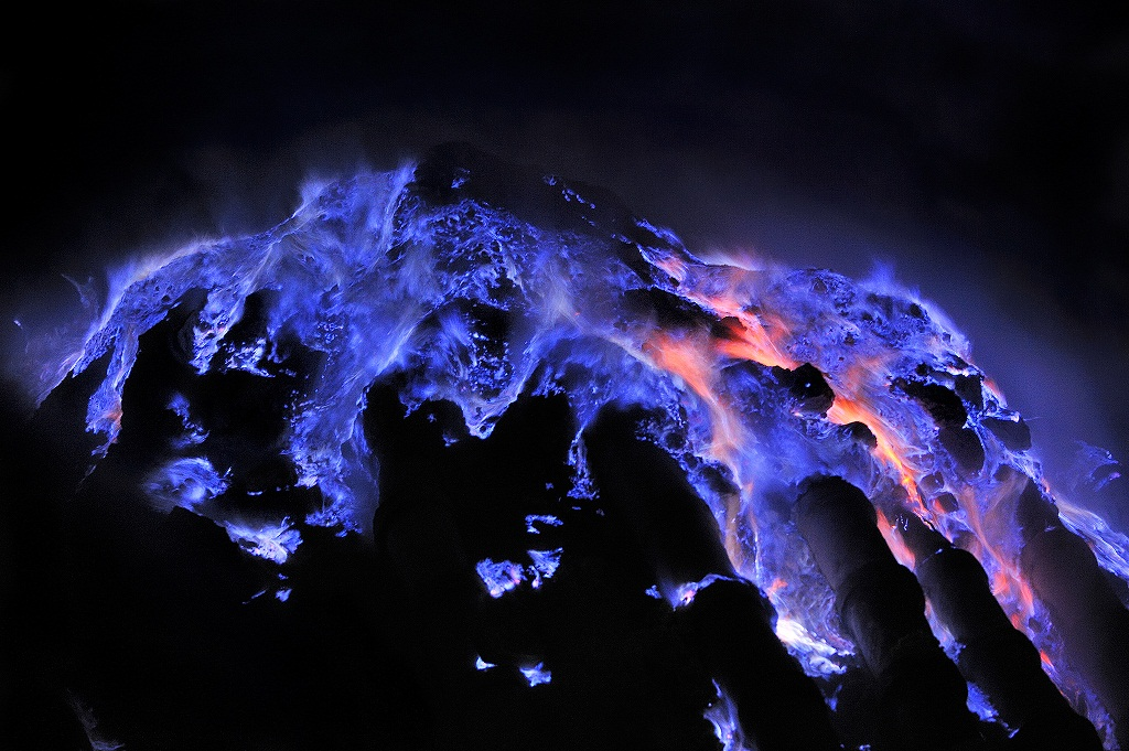 Escaped at gaseous state from the Kawah Ijen crater on Java Island in Indonesia sulfur combusts on contact with air, liquefies and run in impressive rivers of blue flames. Indonésie