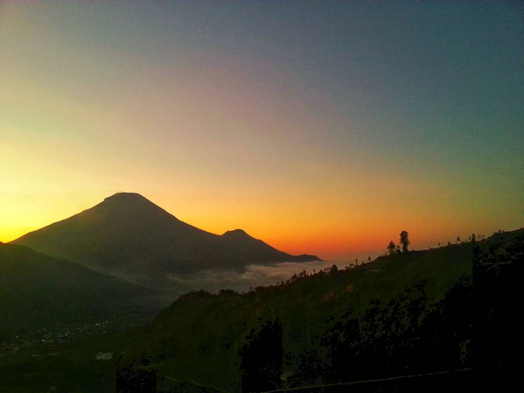 golden sunrise puncak sikunir 1