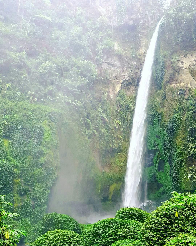 Fenomena Pelangi di Air Terjun Lumajang Jawa Timur - CERITA