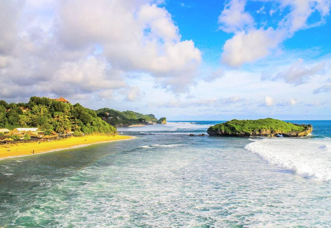 Pantai Slili GunungKidul Jogja : Pantai Mungil Diantara Dua Bukit